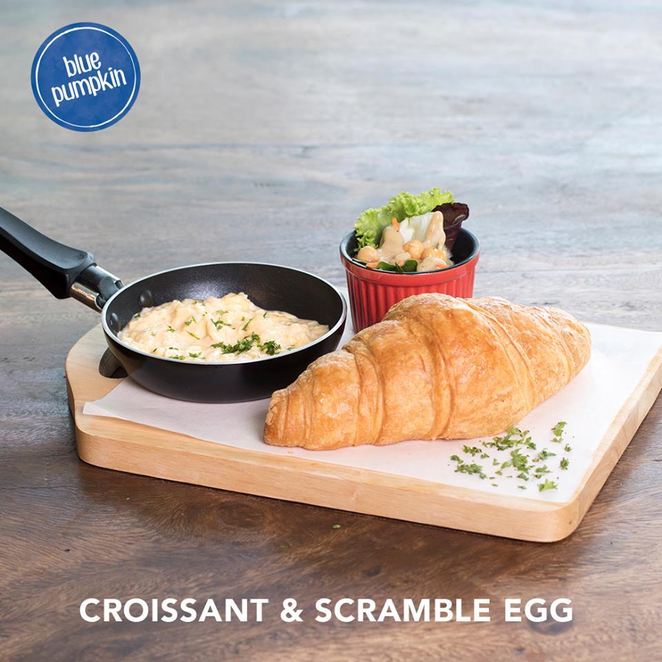Croissant & Scramble Egg