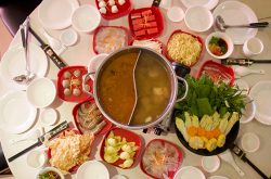 {:kh}ឈុតស៊ុបថ្មីនៅ Dim Sum Emperors ពីរនាក់តែ $15 ញ៉ាំបែកពោះ{:}{:en}New Hot Pot Set At Dim Sum Emperors, Only $15/Set For Two {:}